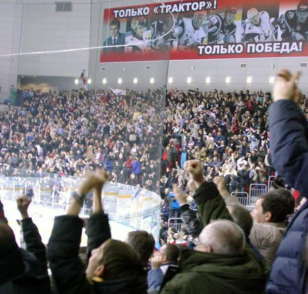 В своем приветственном слове Михаил Юревич пожелал хоккеистам показать достойный хоккей и пообеща