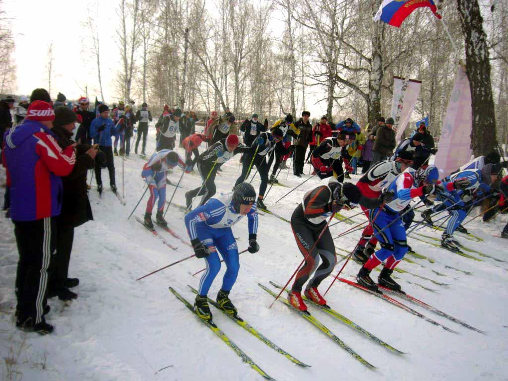 На старт вышли более 130 лыжников возрастом от школьников до ветеранов. Спортсмены из Коркино, Ем