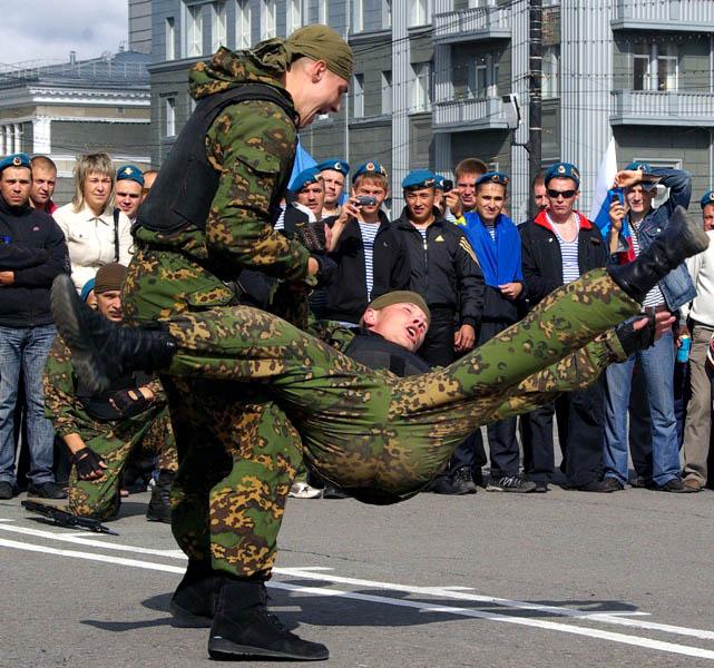 Роли заложников исполняли бойцы челябинского молодежного военно-патриотического объединения «Воин