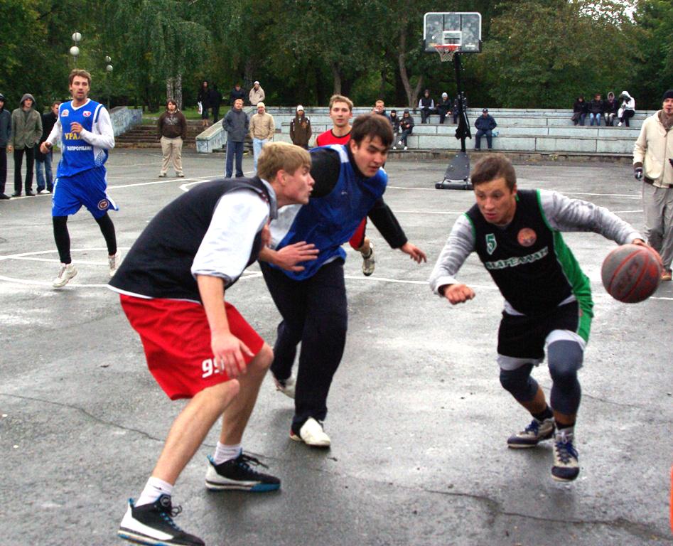 По причине пасмурной и дождливой погоды в соревнованиях участвовало 15 команд в трех подгруппах.