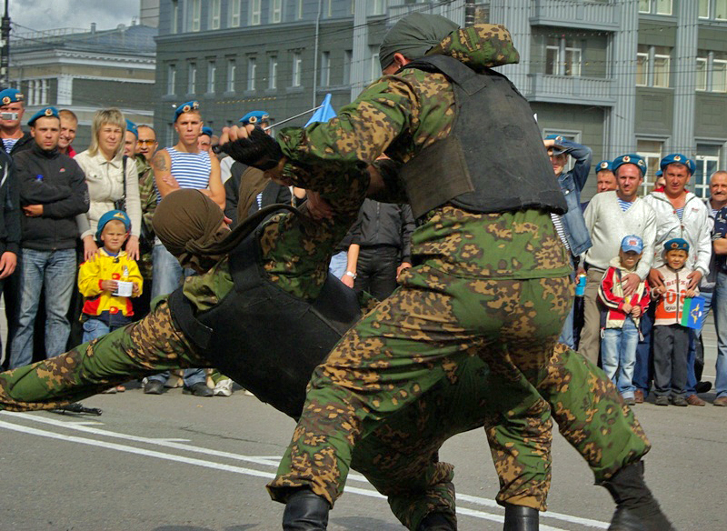 В парке имени Гагарина полицейским во время проведения общественно-политического вернисажа предос