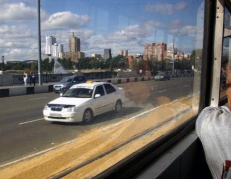 Пенсионеры Челябинска все летние месяцы смогут ездить на трамваях и троллейбусах за полцены.