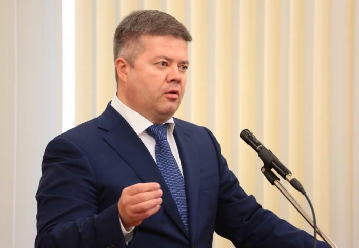 Соответствующее заявление он подал в п Президиум регионального отделения партии «Единая Россия».