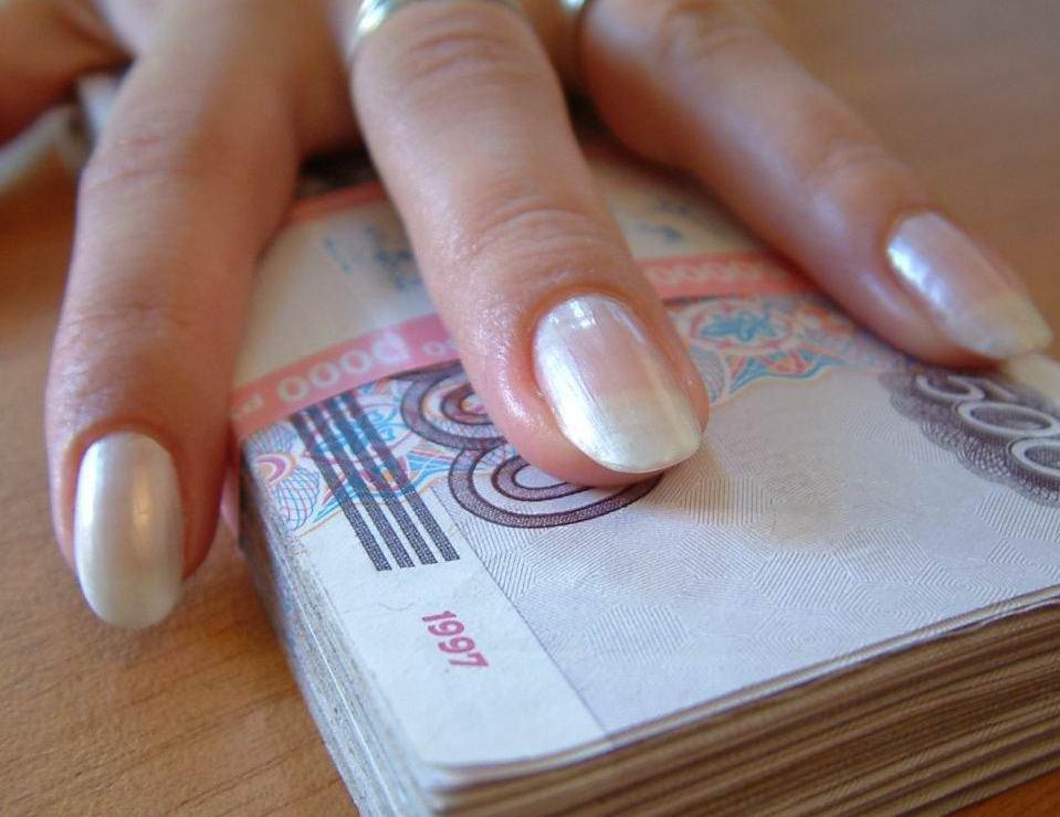 Начальнице почты инкриминируют часть 3 ст. 159 УК РФ (мошенничество, совершенное с использованием