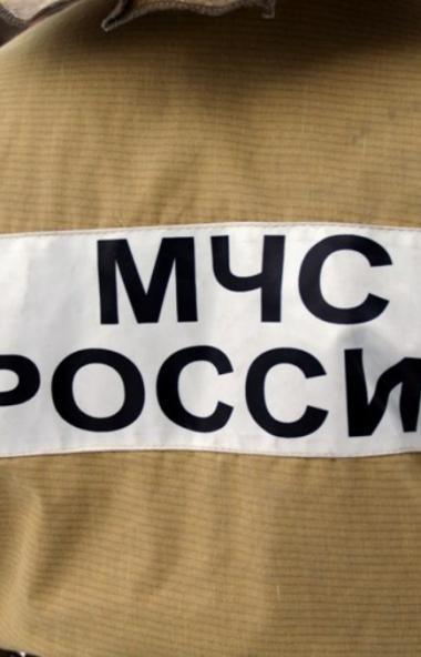 В Челябинске сотрудники МЧС больше двух часов уговаривали мужчину не сводить счеты с жизнью и не
