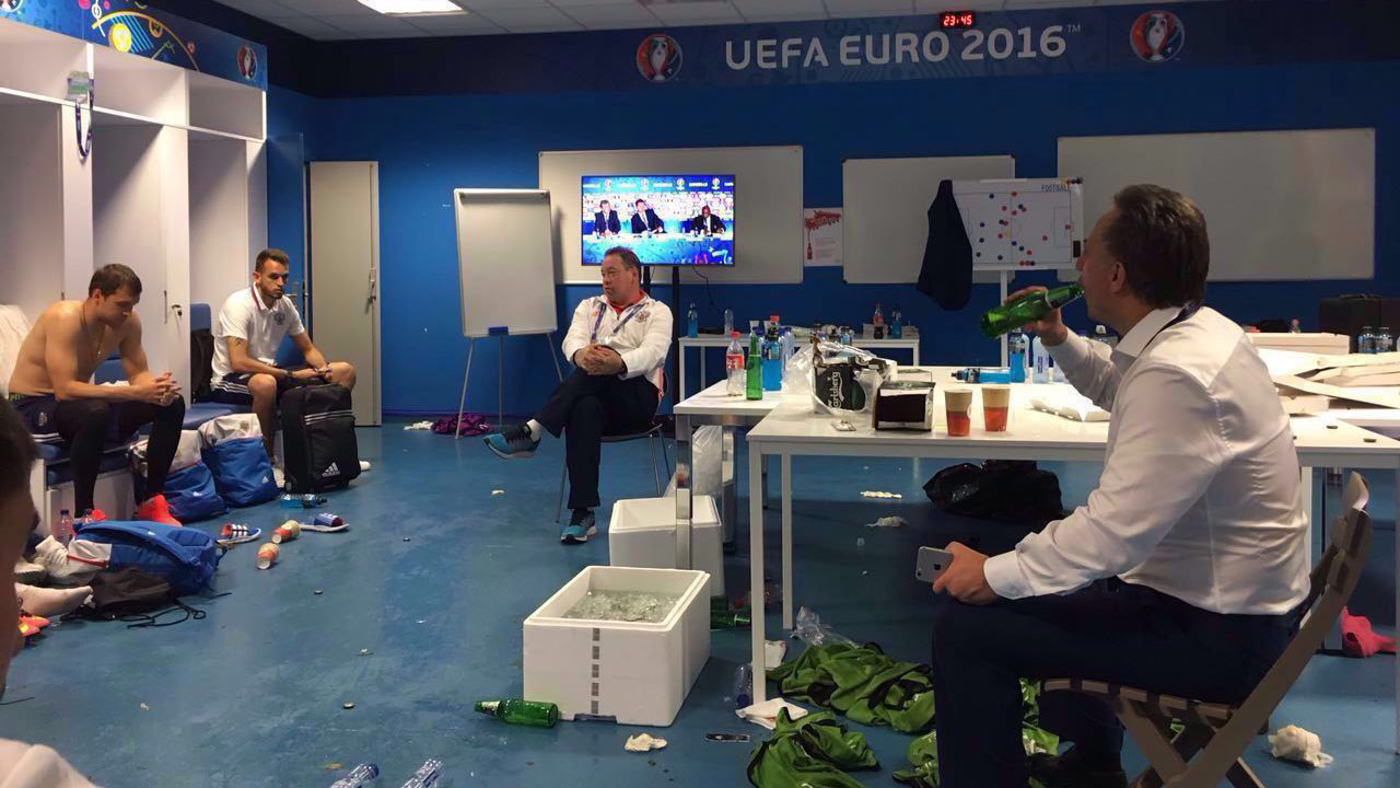 Матч группового этапа чемпионата Европы по футболу Россия — Англия состоялся в Марселе 11 июня и