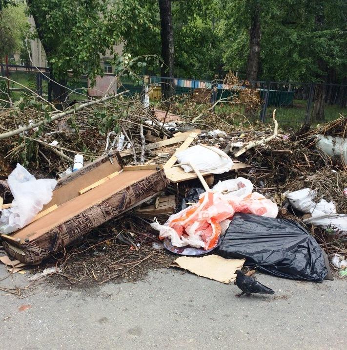 В Металлургическом районе Челябинска летом возникла проблема с вывозом крупногабаритного мусора п