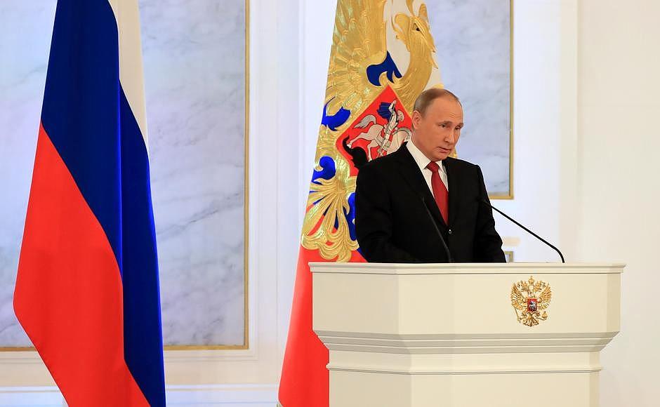 По словам Владимира Путина, нужно прекратить этот «исторический пинг-понг по этим территориям», н