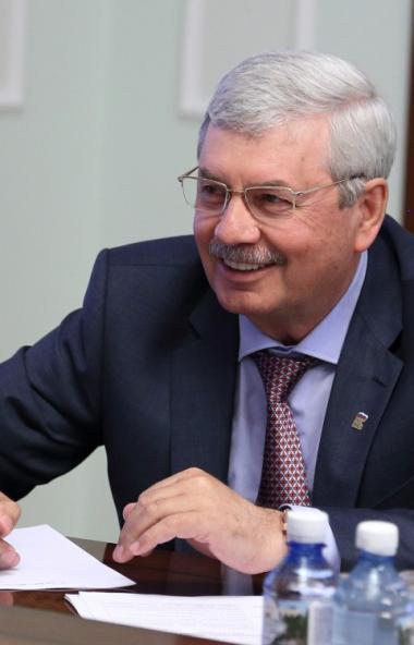 Председатель Законодательного Собрания Владимир Мякуш обратился с приветственным словом к участни