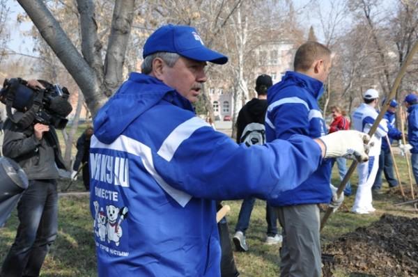 Челябинской региональное отделение партии «Единая Россия» агитирует жителей конкретными делами, р