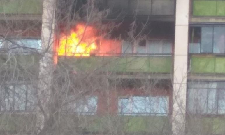В Магнитогорске (Челябинская область) огнеборцы во время пожара эвакуировали из 12-этажного дома