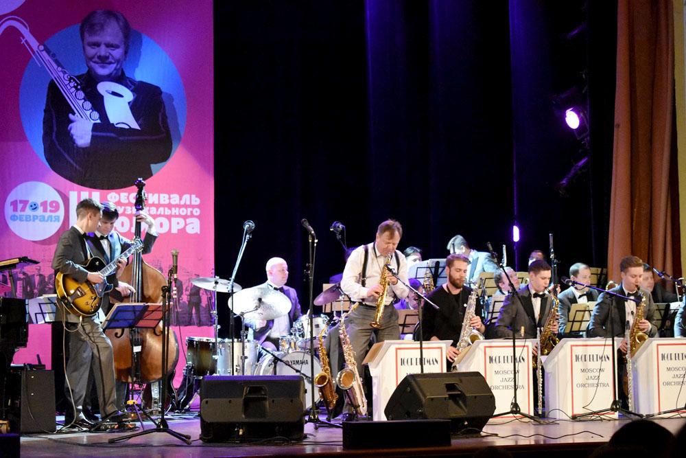 Зрители увидели юмористические сценки квартета французских саксофонистов «Les DéSAXés», которые в
