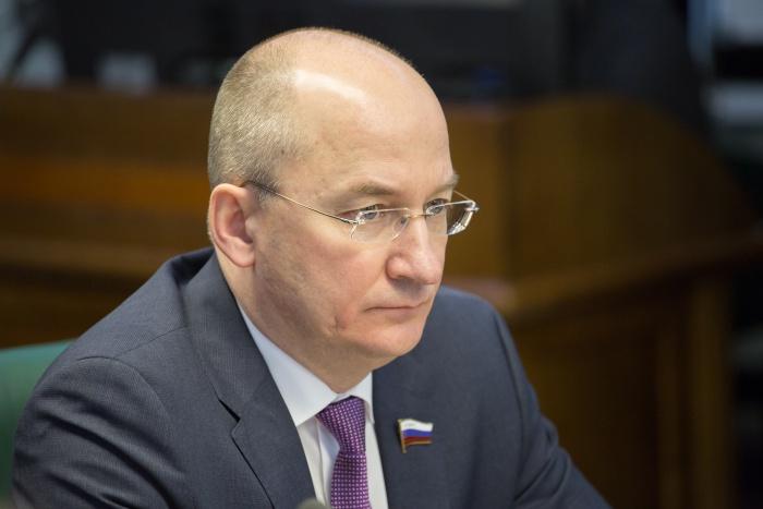 В кабинете главы района совместно с депутатом Законодательного собрания области Владимиром Горбун
