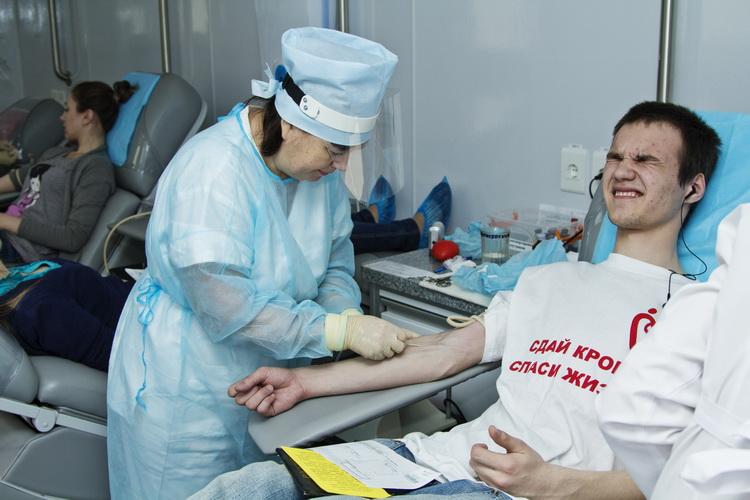 Сотрудники станции переливания отметили, что в Челябинске на призыв стать донорами откликнулись в