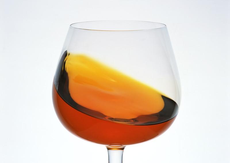 Так, по мнению депутата, необходимо полностью запретить продажу «горячительных» напитков пять дне