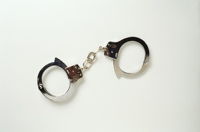 В итоге были задержаны молодые люди 20 и 17 лет. Полицейские установили, что задержанные, находяс