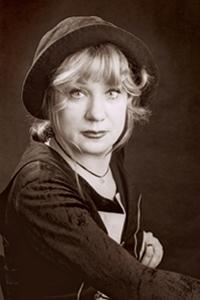 Сорок лет верой, правдой и своим безграничным, искренним талантом служит Наталья Ивановна сцене л
