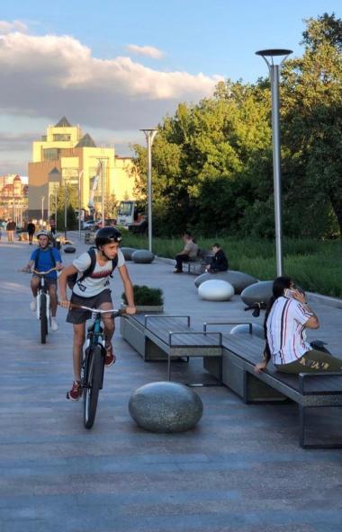 Жители Челябинска радуются преображению набережной реки Миасс за «Садом камней».  О том,