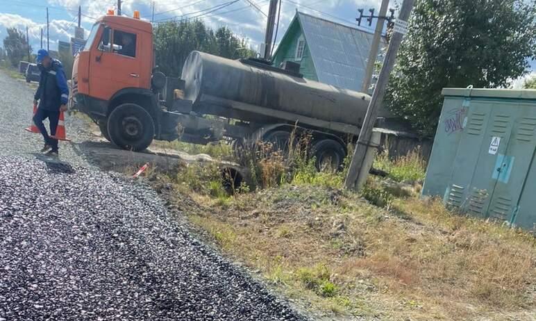 В челябинском поселке Новосинеглазово до конца сентября будут завершены работы по ремонту улицы Л