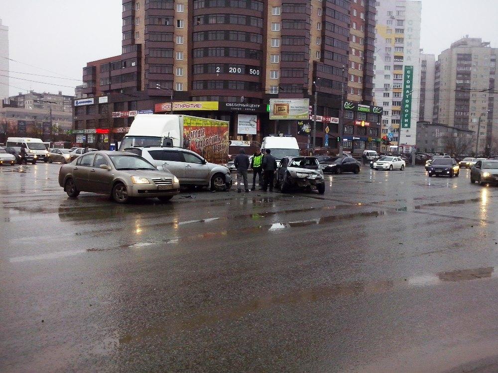 О случившемся агентству «Урал-пресс-информ» рассказали очевидцы. ДТП произошло в районе пяти часо