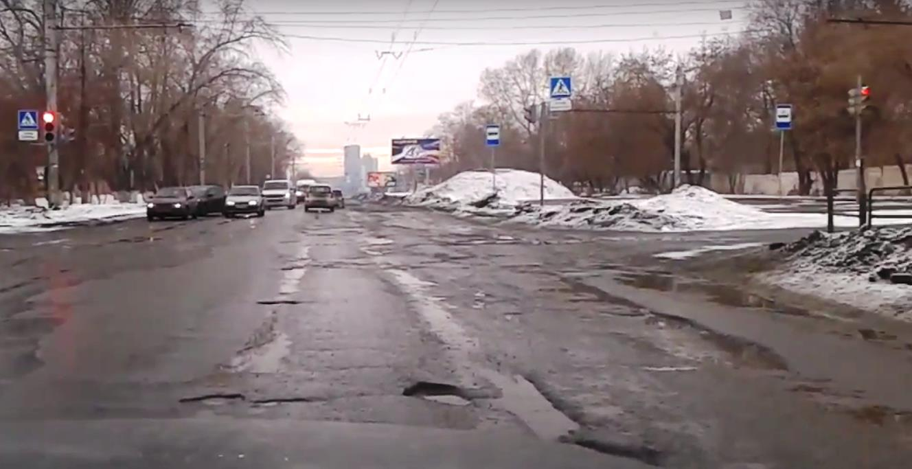 По словам мэра, в городе продолжается работа по вывозу снега, в основном из мест возможного подто