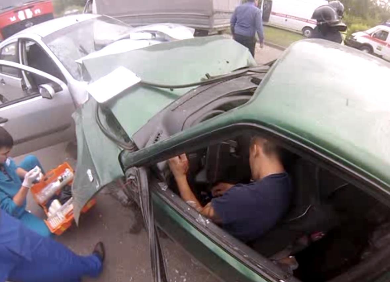 Как сообщила пресс-секретарь городской службы спасения Римма Садыкова, в момент аварии в отечеств