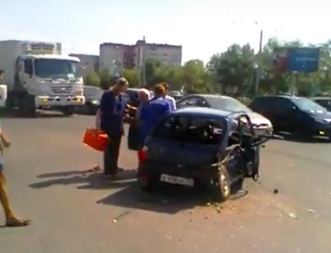 «Столкновение автомобилей «Приора» и «Ока». Пострадавших двое и собака. Бабушка вылетела из автом