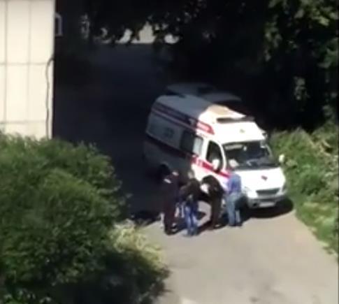 ЧП произошло сегодня, 10 августа, в Ленинском районе Челябинска. Тело девушки под окнами многоэта