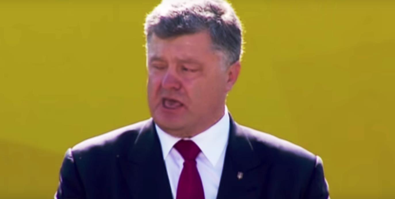 Как сообщают интернет-издания, нетрезвый украинский лидер без охраны прибыл в Борисполь на бронир