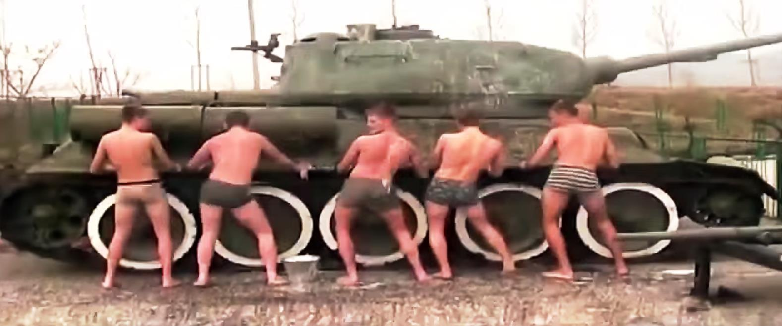 Как стало известно агентству «Урал-пресс-информ» из размещенного в сети Интернет видеоматериала,