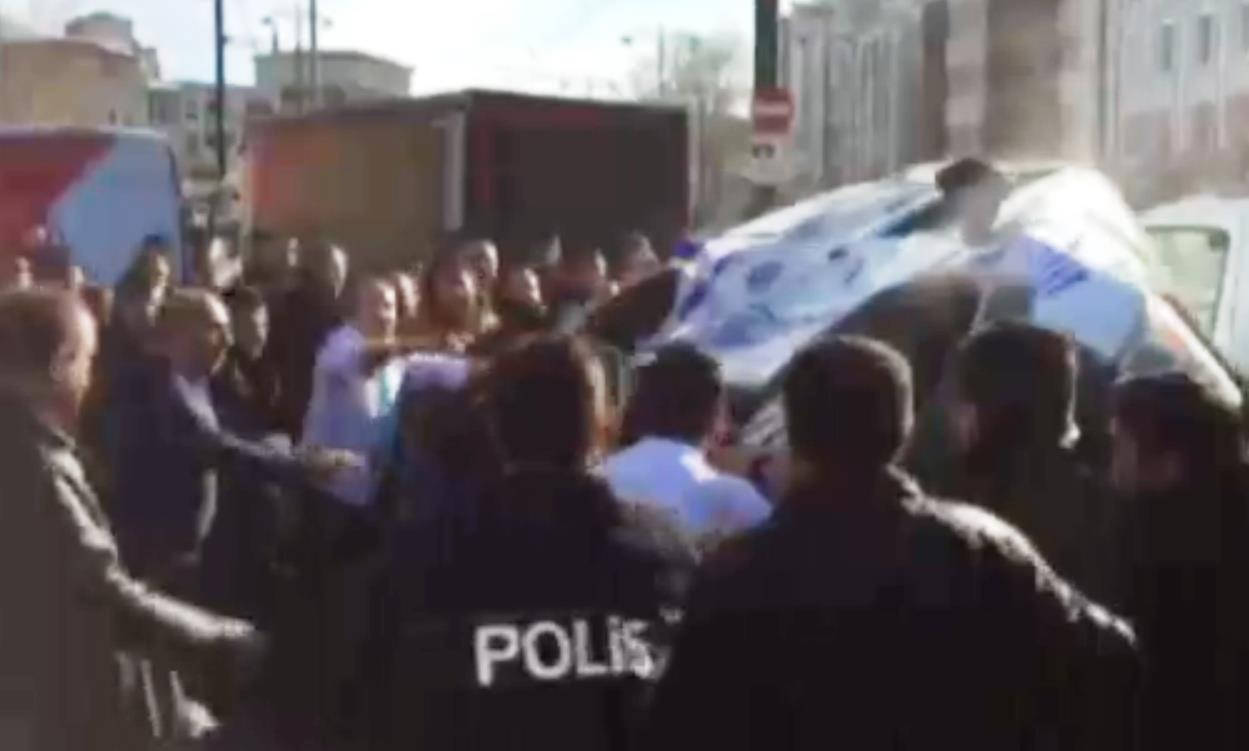Как сообщает агентство Dogan, граждане России задержаны в Анталье. Имена задержанных не разглашаю