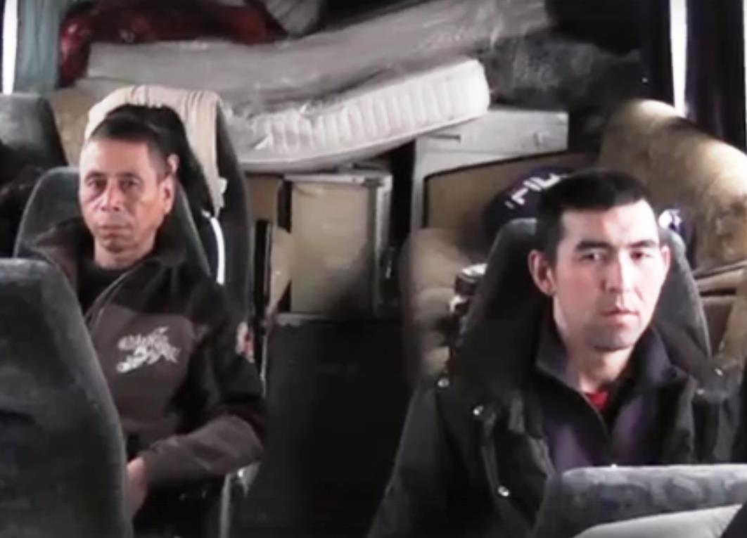 На трассе Челябинск –Троицк задержан автобус, в котором на диванах перевозили мигрантов. Также в