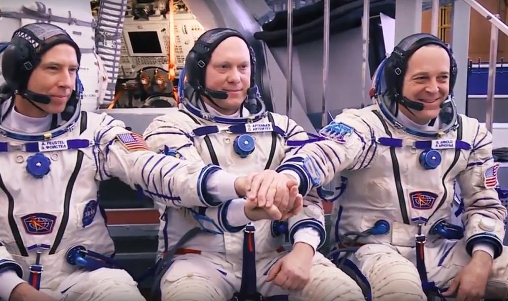 В ХК «Трактор» вернулся талисман клуба, отработавший в космосе 197 дней. Белый медведь выполнял ф
