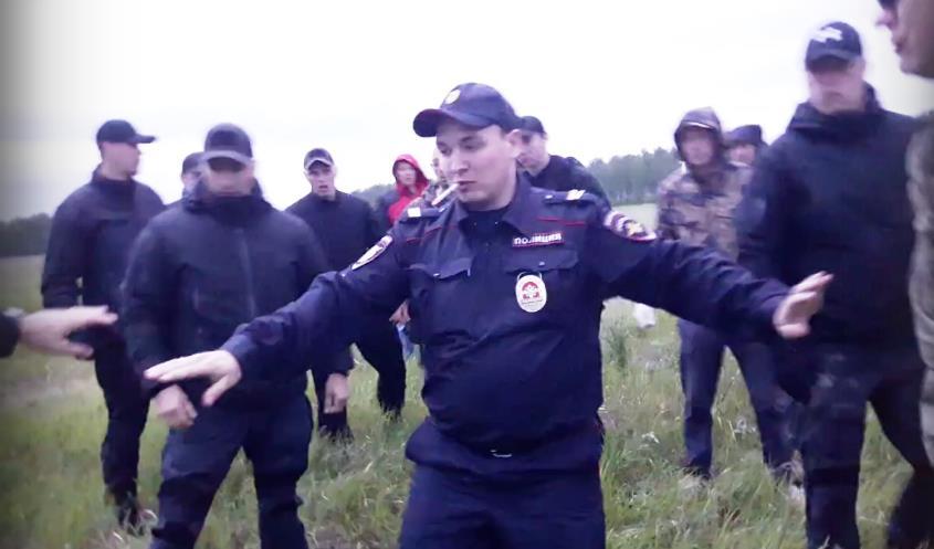 В минувшие выходные на Томинском поле появились наемные рабочие РМК, которые начали возведение вс