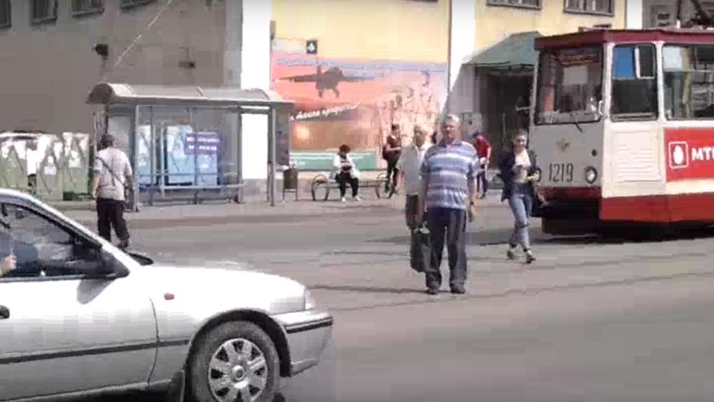 Сообщение об опасной остановке появилось в социальных сетях. «По улице Цвиллинга, в районе