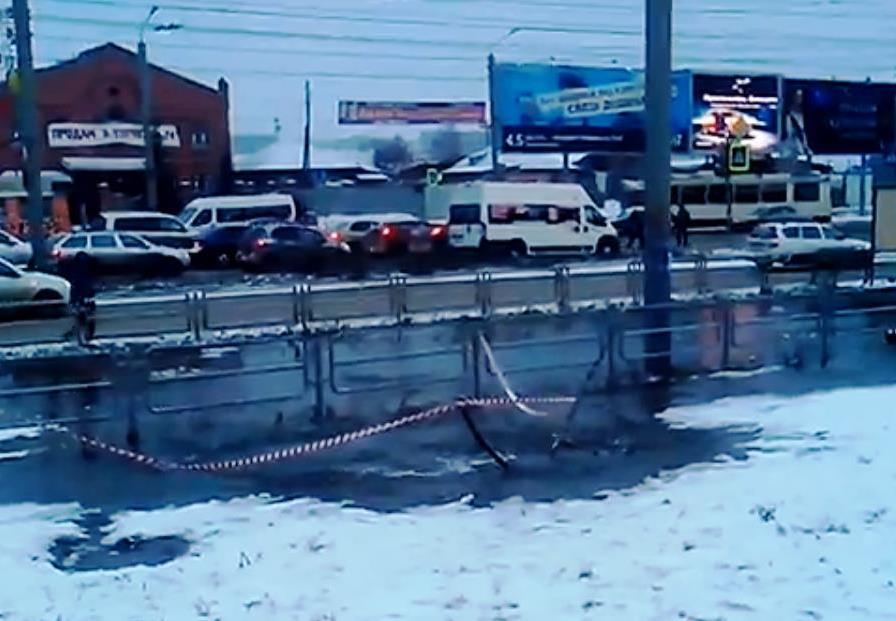 «Вчерашнее повреждение в камере на водоводе диаметром 700 мм по улице Братьев Кашириных было неле