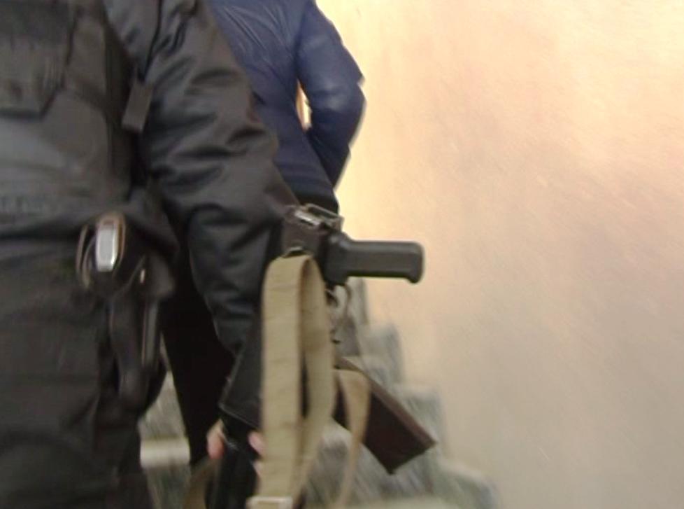 Оперативники в масках нагрянули в мэрию во вторник, 18 апреля. По некоторым данным, их интересуют