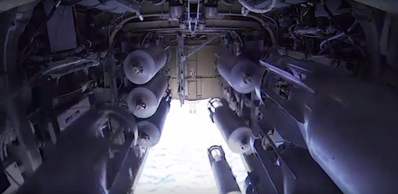 В сети размещено видео боевых пусков крылатых ракет по объектам террористов стратегическими ракет