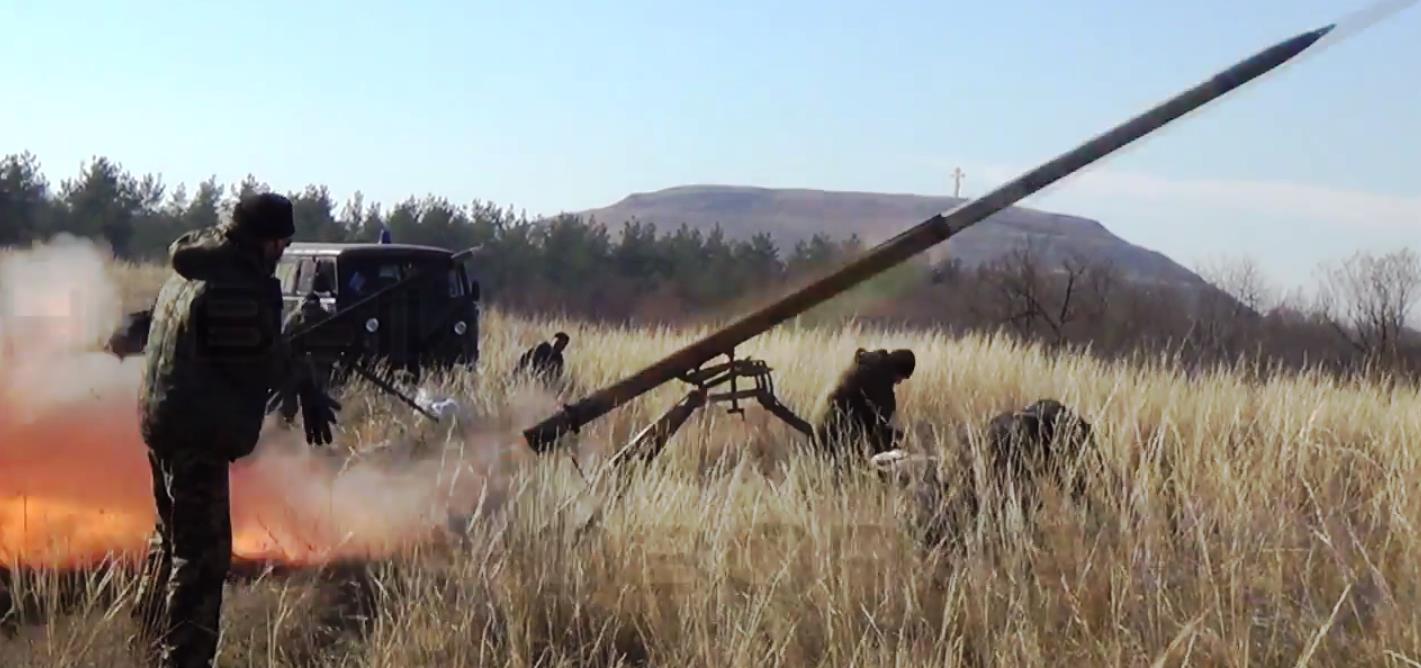 Казаки привезли две 122-миллиметровых установки 9П132 на автомобилях «УАЗ» и «Газель» и произвел