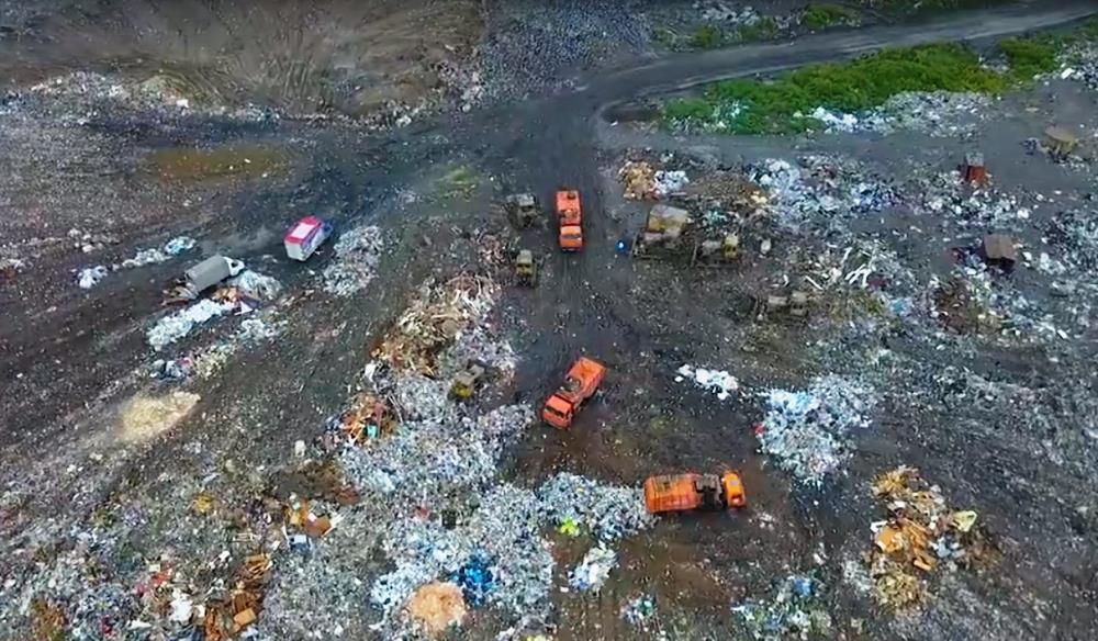 Челябинская свалка, официально закрытая по решению суда, продолжает принимать мусор. Но режим кон