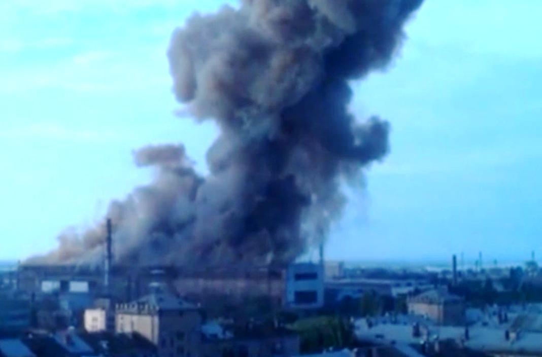 Как сообщает агентство LifeNews, взрыв произошел в сталелитейном цехе в результате попадания воды