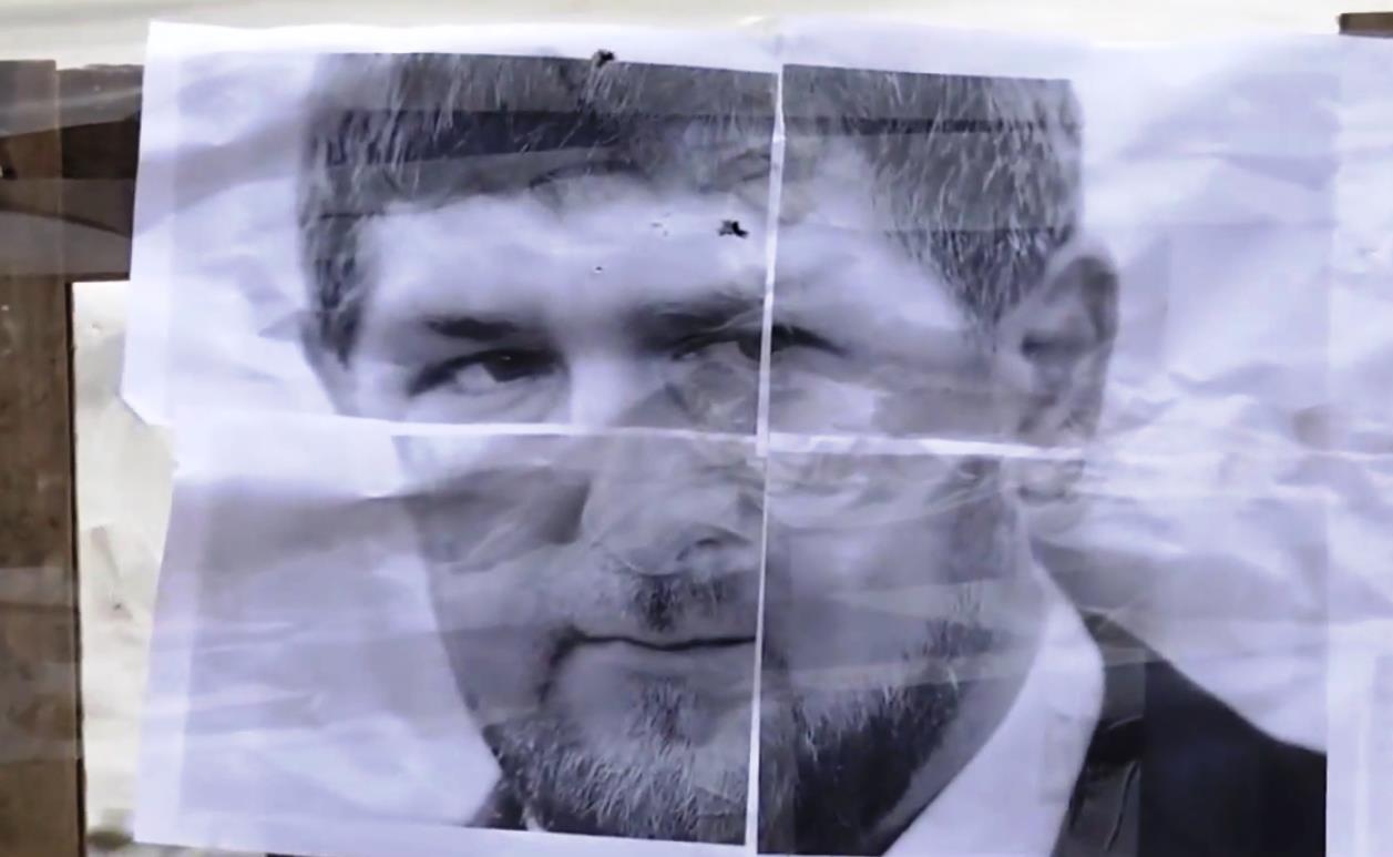 Как стало известно агентству «Урал-пресс-информ» из видеосюжета, фоном для выступления депутата с