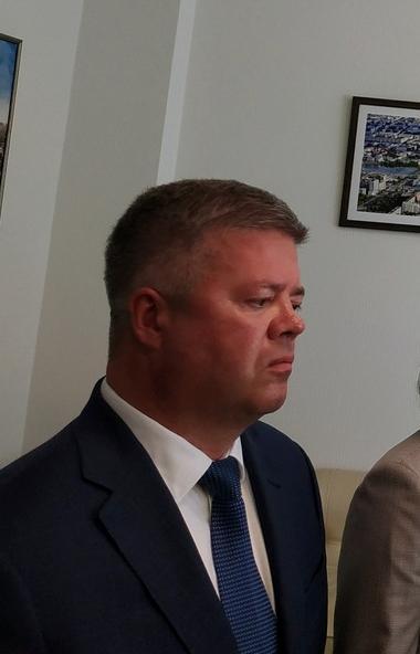 Председатель Думы Челябинска Станислав Мошаров, который покидает свой пост, поблагодарил временно