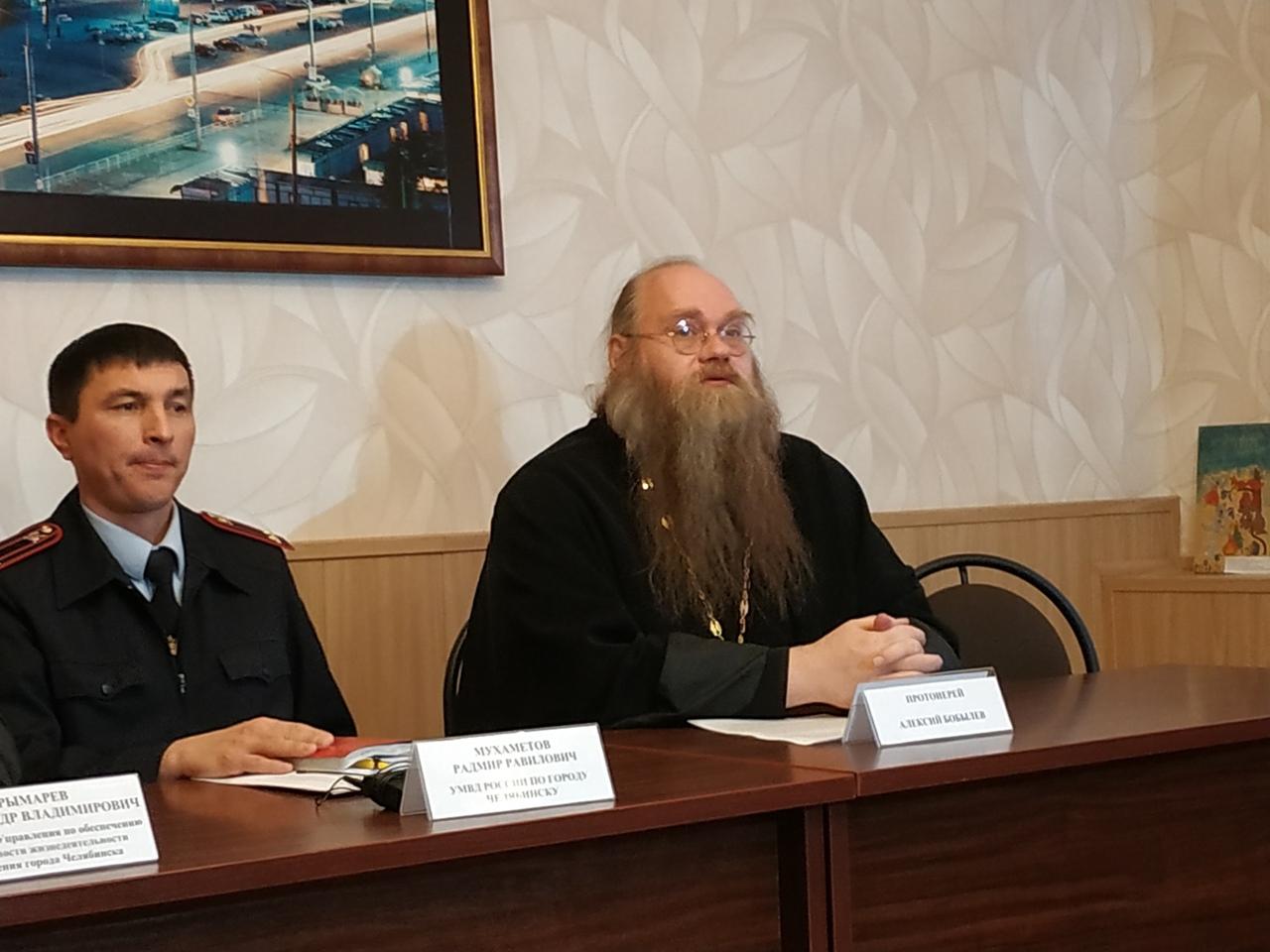 В Челябинске сегодня, 17 января, в преддверии Крещения, протоиерей Алексий Бобылев обратил вниман
