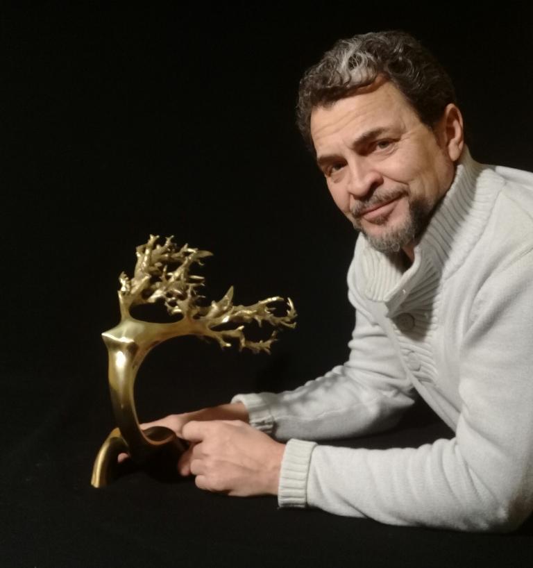 «Цветок памяти» Многие СМИ рассказали о челябинском скульпторе Ан