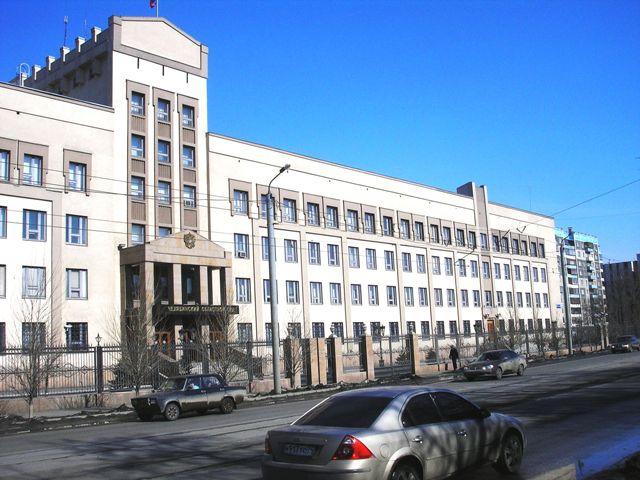 Первым в суде был допрошен начальник отдела безопасности копейской колонии Александр Зырянов. Об