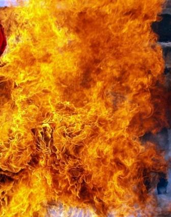 42-летний работник получил термические ожоги спины, лица, обеих кисте