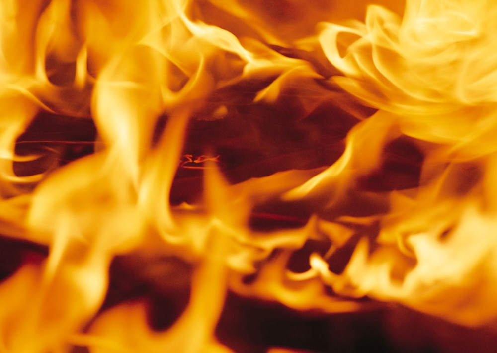 Пожар произошел вечером 4 мая. «Огнем уничтожена кровля 40 квадратных метров, повреждено перекрыт