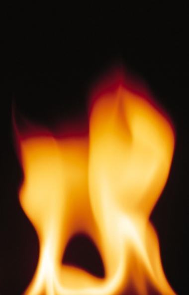 В Аргаяшском районе (Челябинская область) на пожаре погибла пенсионерка. Работу огнеборцев осложн