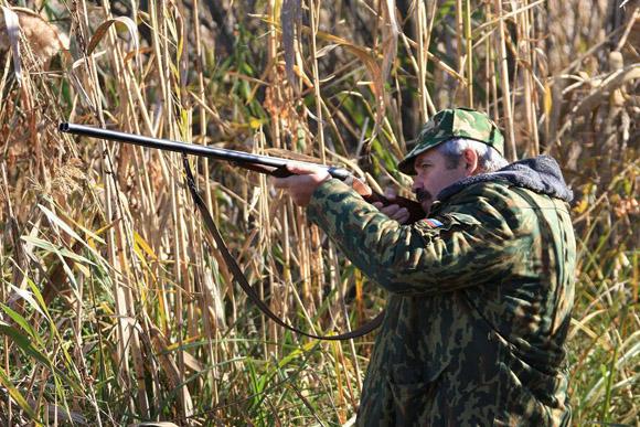 Напомним, что обвиняемый и погибший охотились в лесу неподалеку от села Веселовка 29 сентября это